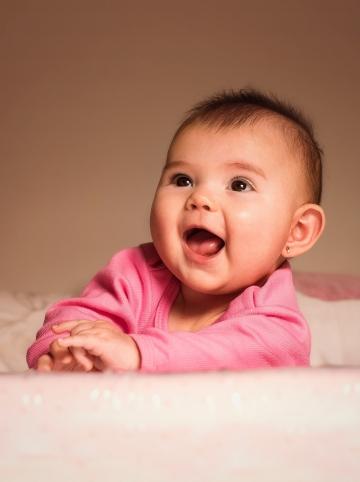 Bébé chante