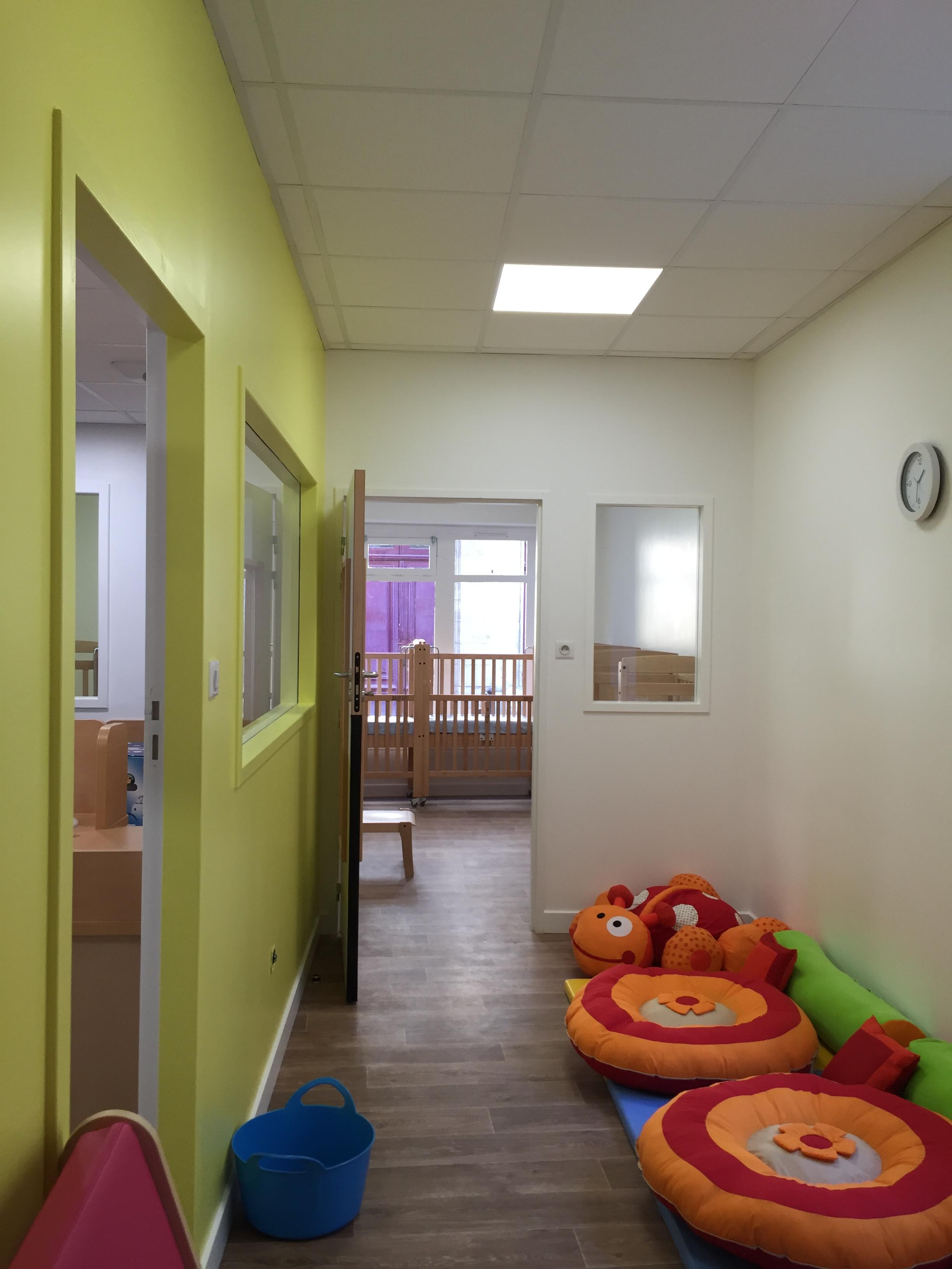 cr che cadet rousselle bordeaux gironde pour la garde d 39 enfant la maison bleue. Black Bedroom Furniture Sets. Home Design Ideas