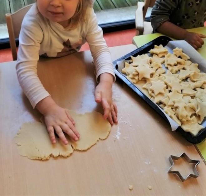 Atelier gâteaux de Noël à la Crèche Des roses et des Choux à Freneuse