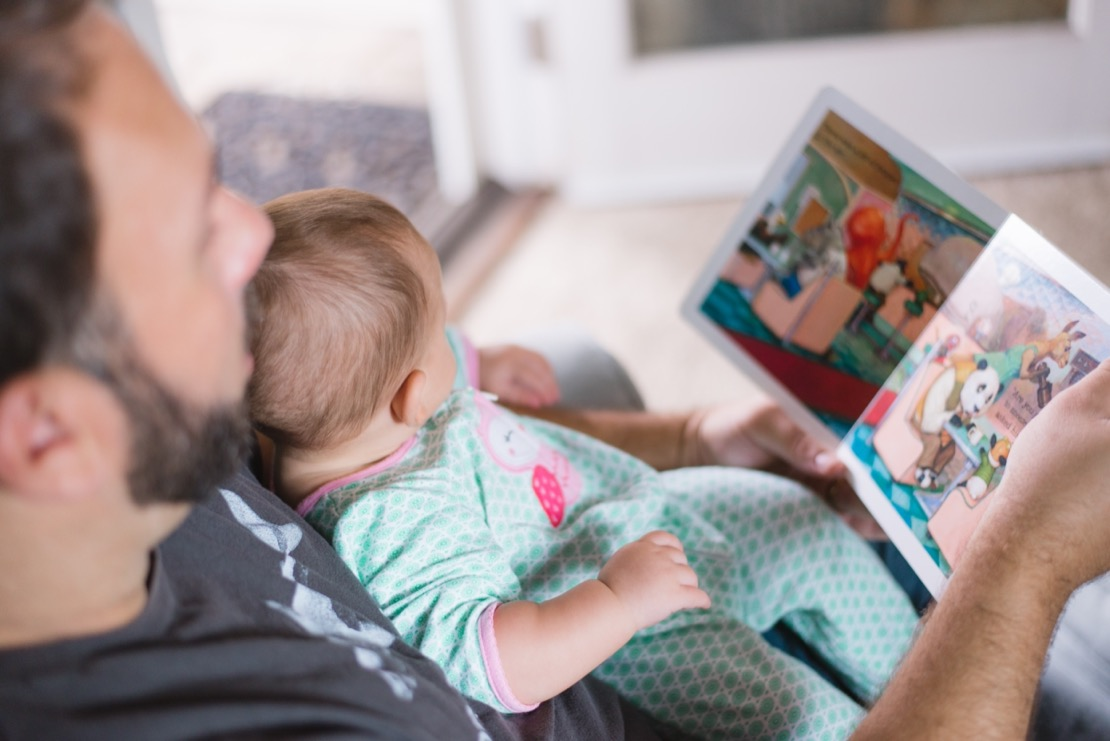 lecture livre papa bébé